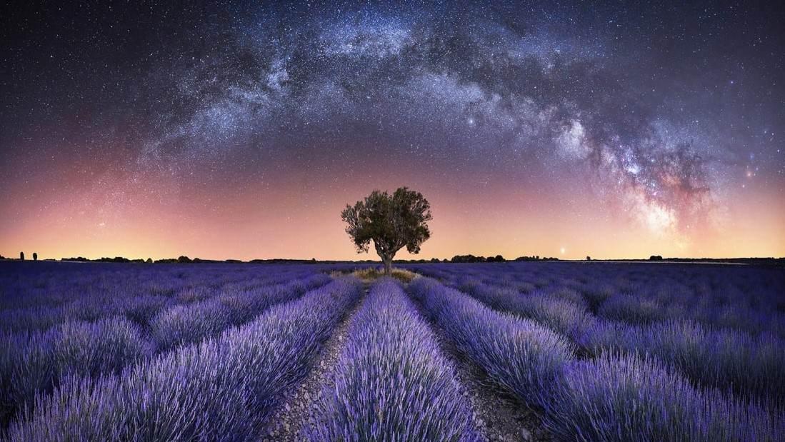 O fotógrafo capturou um panorama hipnotizante da Via Láctea