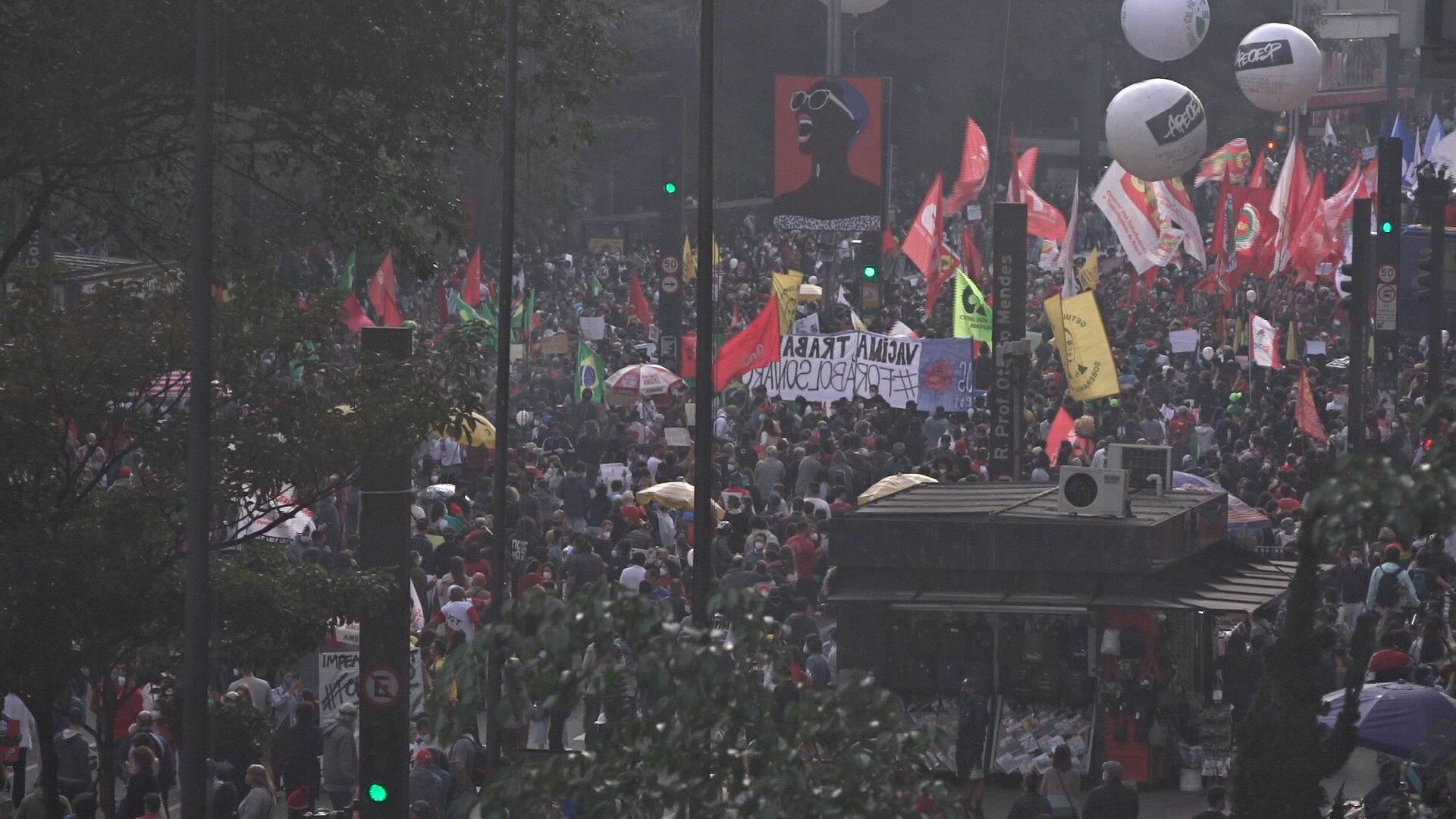 Protesto altera trânsito e mobiliza policiais na Avenida Paulista, em São Paulo