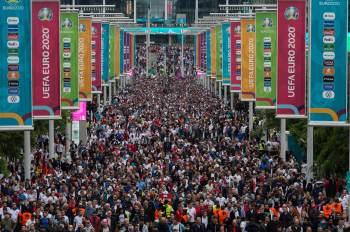 Estádio de Wembley receberá 60 mil torcedores em meio a aumento de casos de Covid-19 no Reino Unido