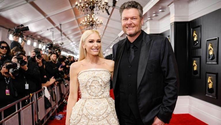 Gwen Stefani e Blake Shelton no tapete vermelho do Grammy Awards em 2020