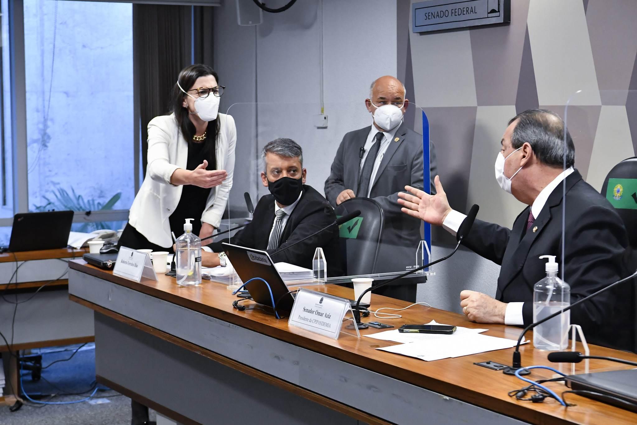 Advogada de Roberto Dias discute com Omar Aziz