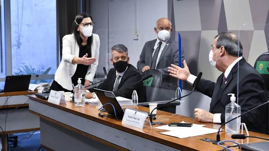 Advogada de Roberto Dias discute com Omar Aziz após o presidente da CPI dar voz de prisão ao ex-servidor da Saúde