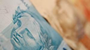 Juros do cheque especial sobem para 124,9% ao ano em agosto; rotativo vai a 336%