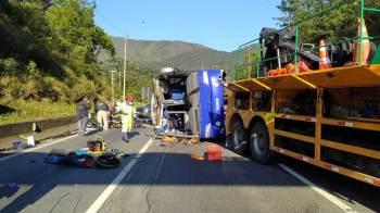 Acidente na BR-376 deixou mais 20 pessoas feridas, duas em estado grave