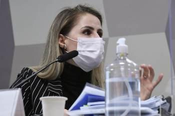 Ex-coordenadora do PNI iniciou a oitiva como investigada e terminou como testemunha; quebra dos sigilos de Fantinato foi suspensa pela comissão