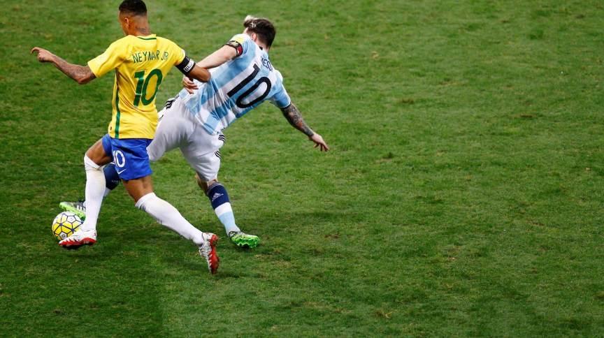 Neymar e Lionel Messi durante partida entre Brasil e Argentina pelas eliminatórias para a Copa do Mundo de 2018 em Belo Horizonte (11.nov.2016)
