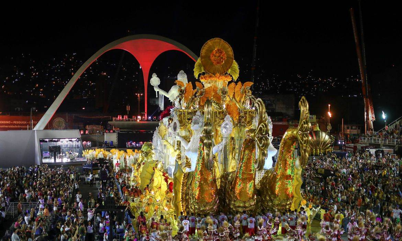 Foto mostra o desfile da Viradouro do Carnaval 2020 no Rio de Janeiro