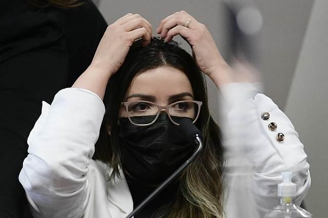 Diretora técnica da Precisa Medicamentos, Emanuela Batista de Souza Medrades