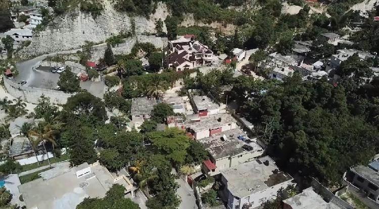 Vista aérea do local da batalha entre as forças de segurança haitianas e os supo