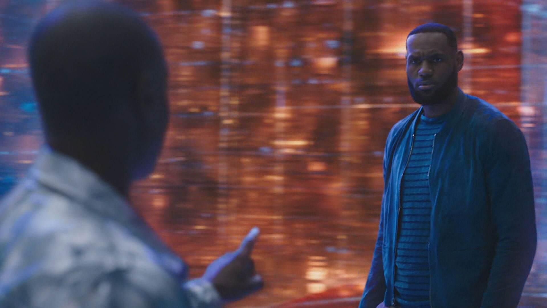"""LeBron James em cena do filme """"Space Jam: Um Novo Legado"""""""