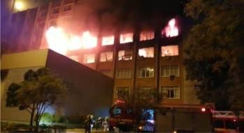 De acordo com o Corpo de Bombeiros, não há registro de vítimas, apenas danos materiais