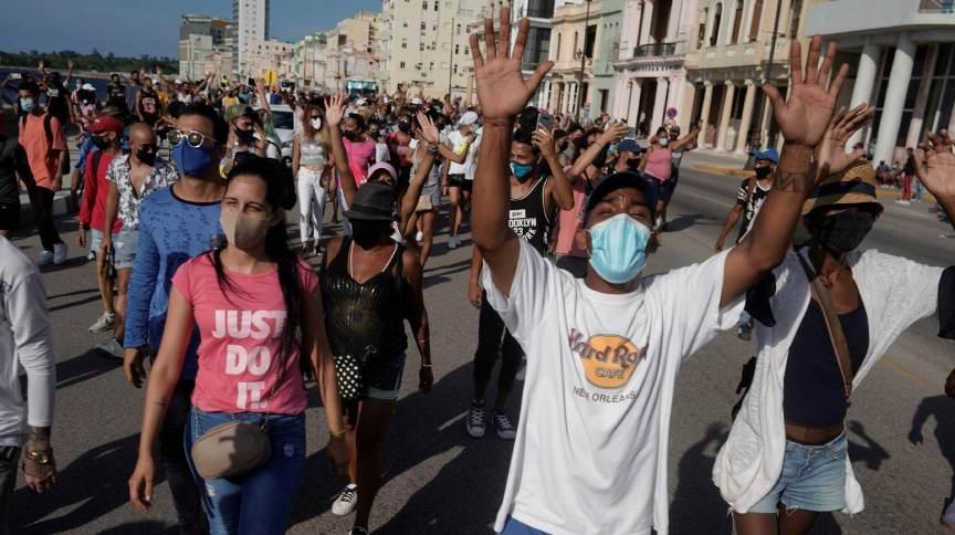 Manifestantes protestam contra o governo cubano em Havana
