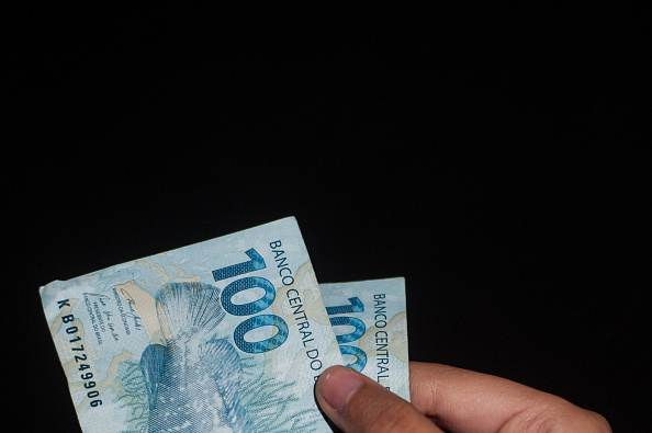 Notas de 100 reais / dinheiro