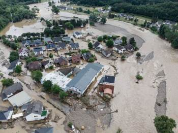 """Enchentes, ondas de calor e """"tsunami de lama"""" são alguns dos fenômenos que afetaram países"""