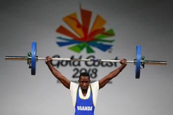 Julius Ssekitoleko, um levantador de peso de 20 anos da Uganda, não conseguiu se classificar para os Jogos