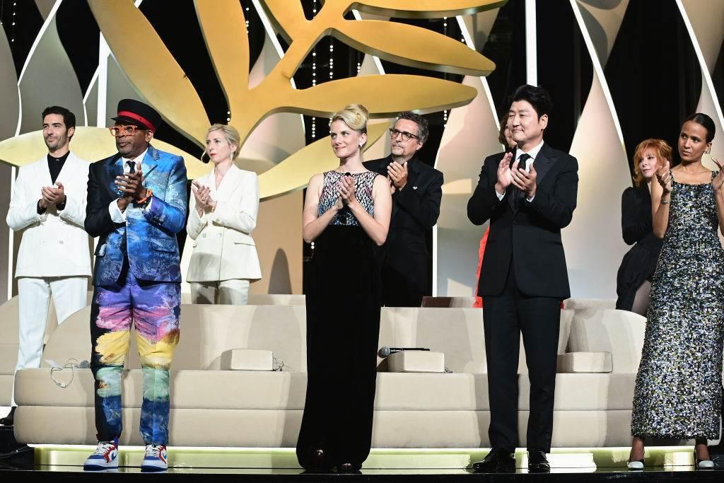 Júri do Festival de Cannes 2021 em cerimônia de entrega dos prêmios