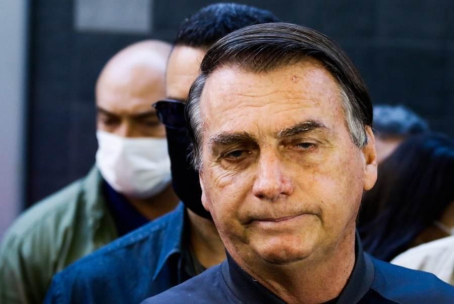 O presidente da República, Jair Bolsonaro (sem partido), deixa o hospital em SP