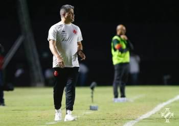 Treinador ficou à frente do clube cruzmaltino em 29 jogos, somando 13 vitórias, dez empates e seis derrotas