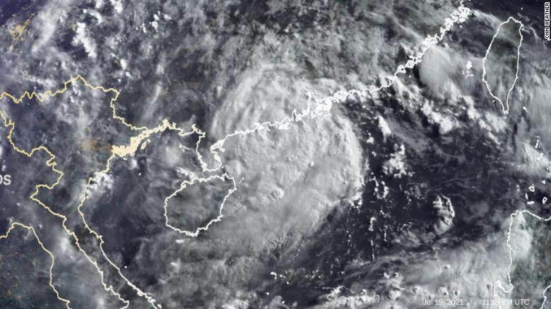 Tufão Cempaka se aproxima do leste asiático