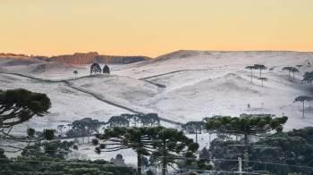 O fenômeno no Sul do país deve fazer os termômetros ficarem entre 0 e 5° C em todo o Estado na madrugada de quarta e na quinta-feira podendo chegar até -8º C