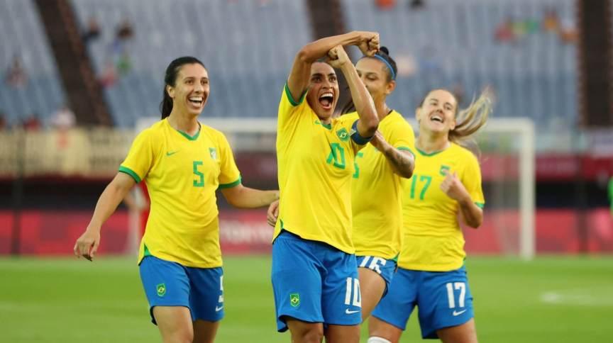 Marta comemora gol marcado contra a China na estreia da seleção brasileira nas Olimpíadas de Tóquio