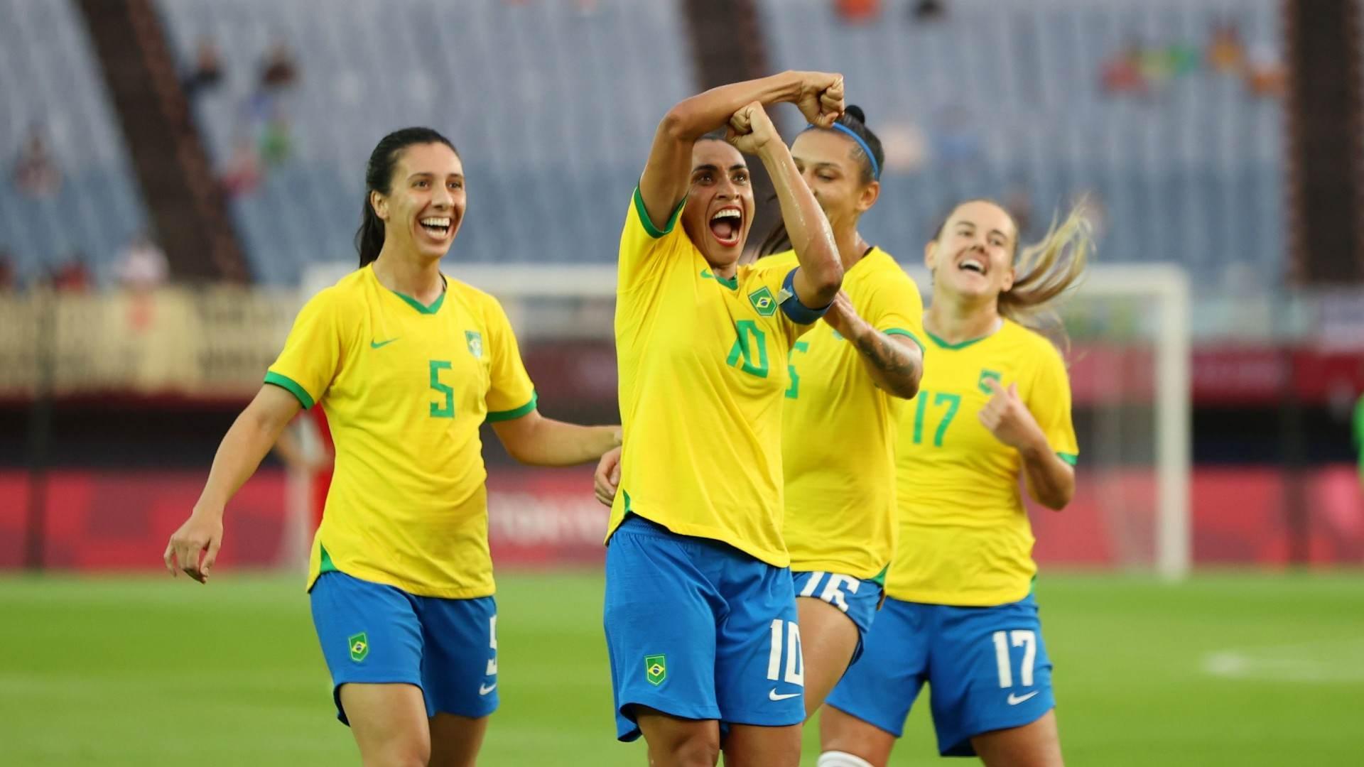 Marta comemora gol contra China na estreia da seleção brasileira nas Olimpíadas