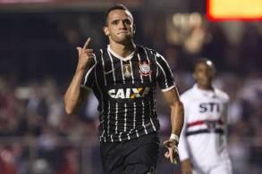 Anúncio oficial foi feito pelo time nesta quinta-feira (22); o jogador retorna ao time depois de ter sido campeão brasileiro em 2015