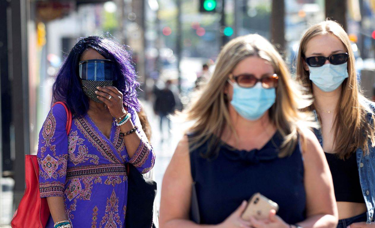 Pessoas usam máscaras em meio à pandemia de Covid-19 nos Estados Unidos