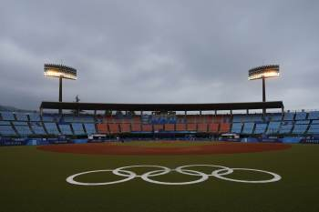 Alta de casos, desfalque de atletas, falta de público e manifestações em potencial marcam os questionados Jogos de Tóquio, que começam oficialmente nesta sexta