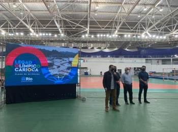 Em coletiva, Eduardo Paes afirmou que as escolas que serão feitas com o material da Arena do Futuro devem ficar prontas em 18 meses