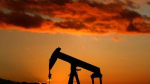 Petróleo sobe 1% nesta sexta e 3% na semana, com possível alta na demanda