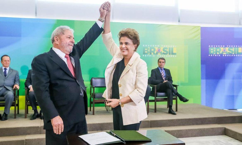 Dilma dá posse a Lula na Casa Civil