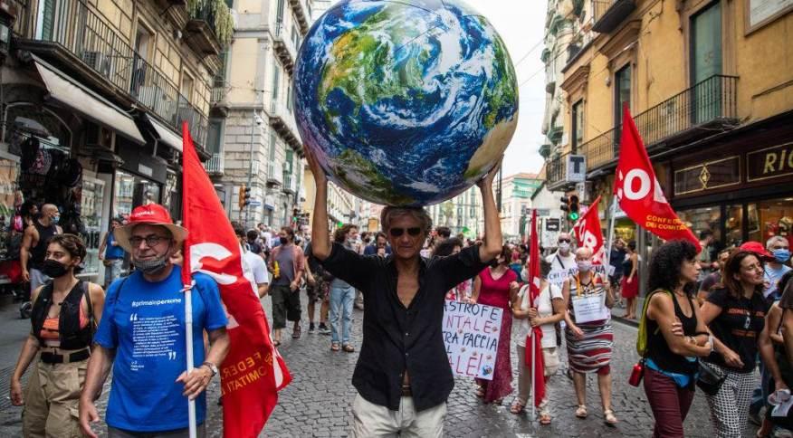 Manifestantes em Nápoles cobram medidas mais efetivas de países ricos no combate às mudanças climáticas