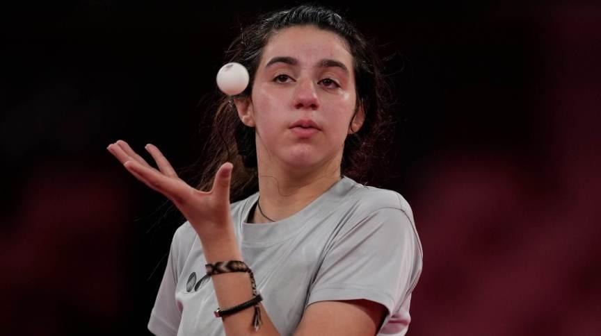 Hend Zaza é a primeira esportista de seu país a disputar as Olimpíadas no tênis de mesa
