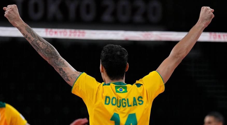 Douglas Souza entrou em quadra no segundo set e ajudou o Brasil a vencer a Tunísia