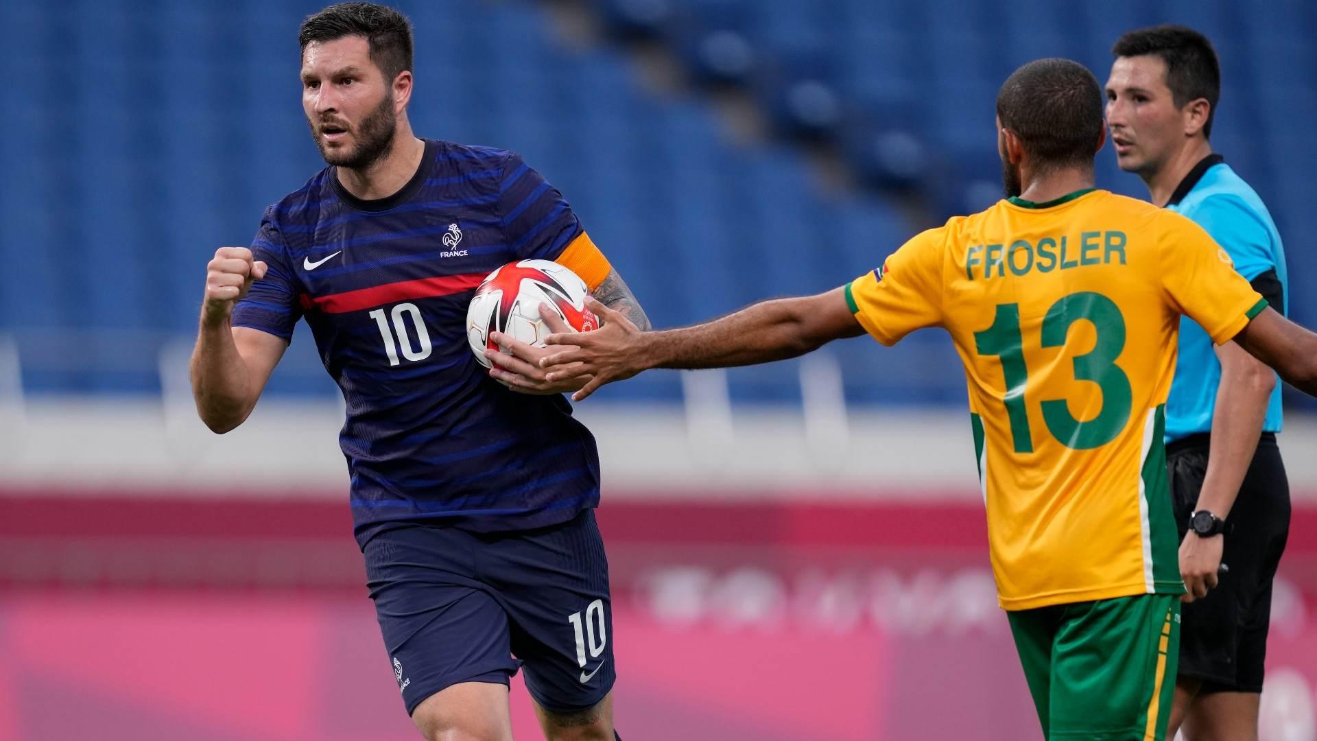 Com 3 gols e uma assistência, Gignac (E) foi destaque da França contra a Austrál