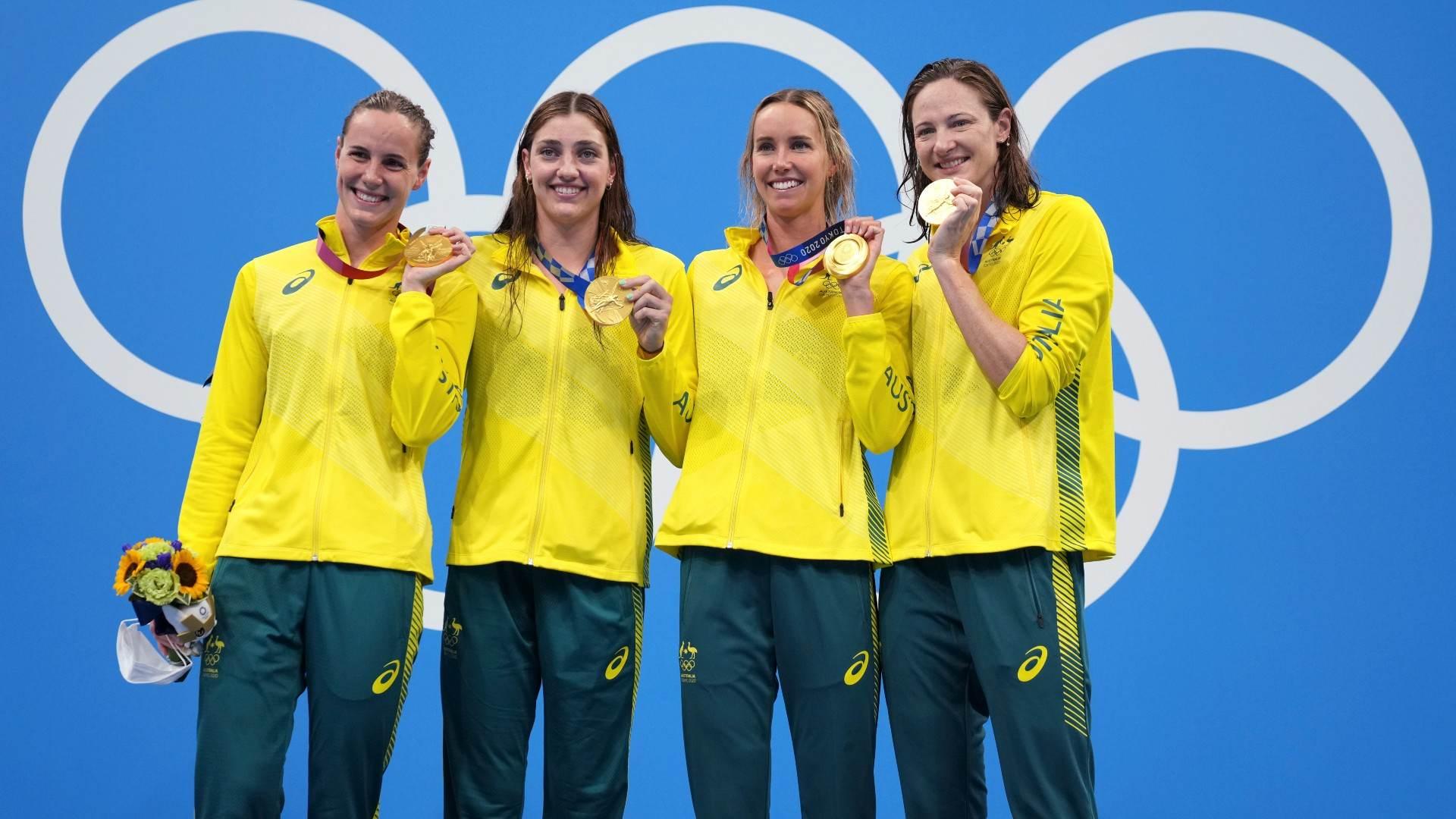Nadadoras da Austrália recebem medalha de ouro no revezamento 4x100m