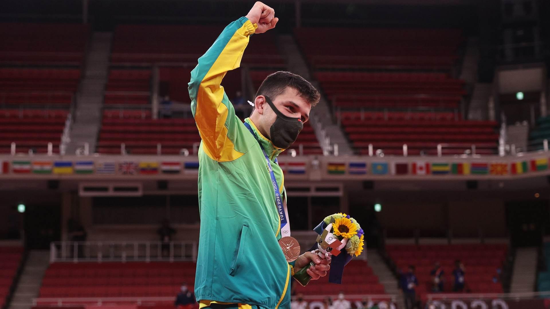 Daniel Cargnin comemora a conquista do bronze no judô até 66kg