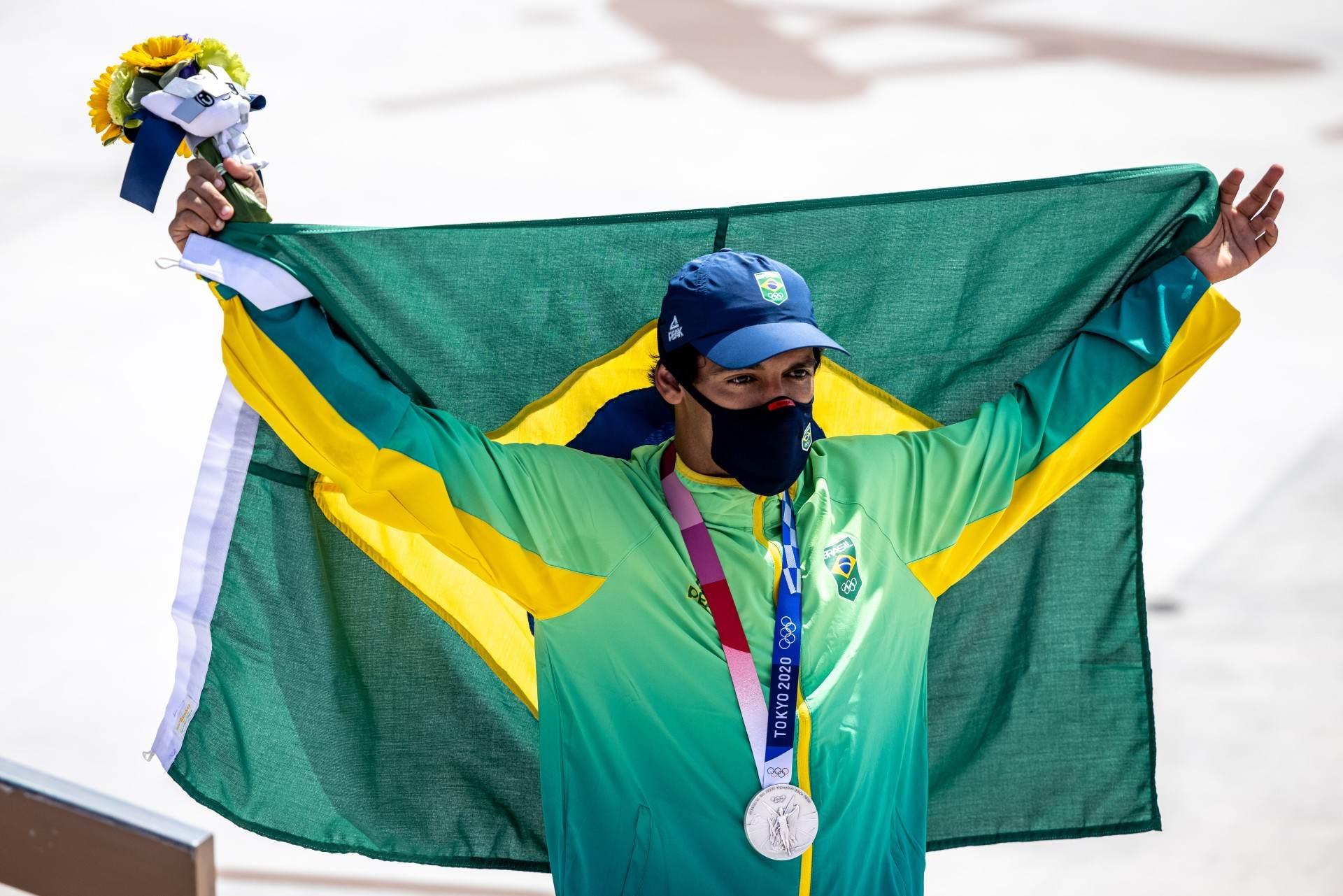 Kelvin Hoefler conquistou a medalha de prata no skate street