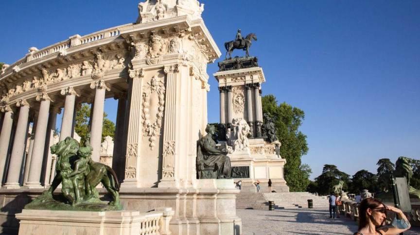 Monumento a Alfonso XII foi construído no parque do Retiro, em Madri. Espaço foi reconhecido como patrimônio mundial pela Unesco