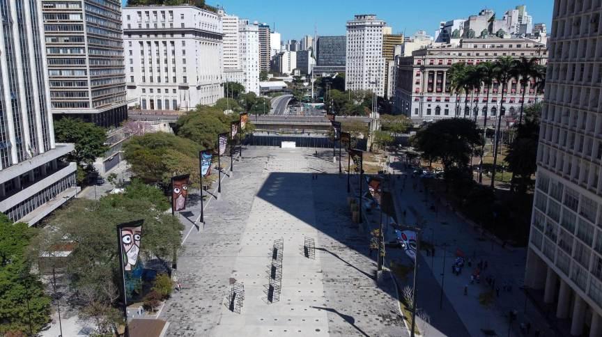 O Vale do Anhangabaú, em São Paulo, foi reaberto neste domingo (25). Cidade se aproxima de 80% dos adultos vacinados contra a Covid-19 com a primeira dose