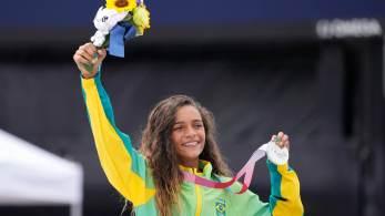 Mais jovem atleta brasileira da história dos Jogos, ela subiu ao pódio entre duas japonesas na estreia da modalidade nos Jogos