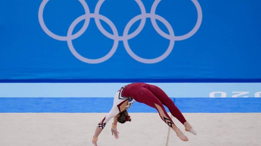 Alemã Sarah Voss se apresenta no solo durante classificatória da ginástica artística nas Olimpíadas