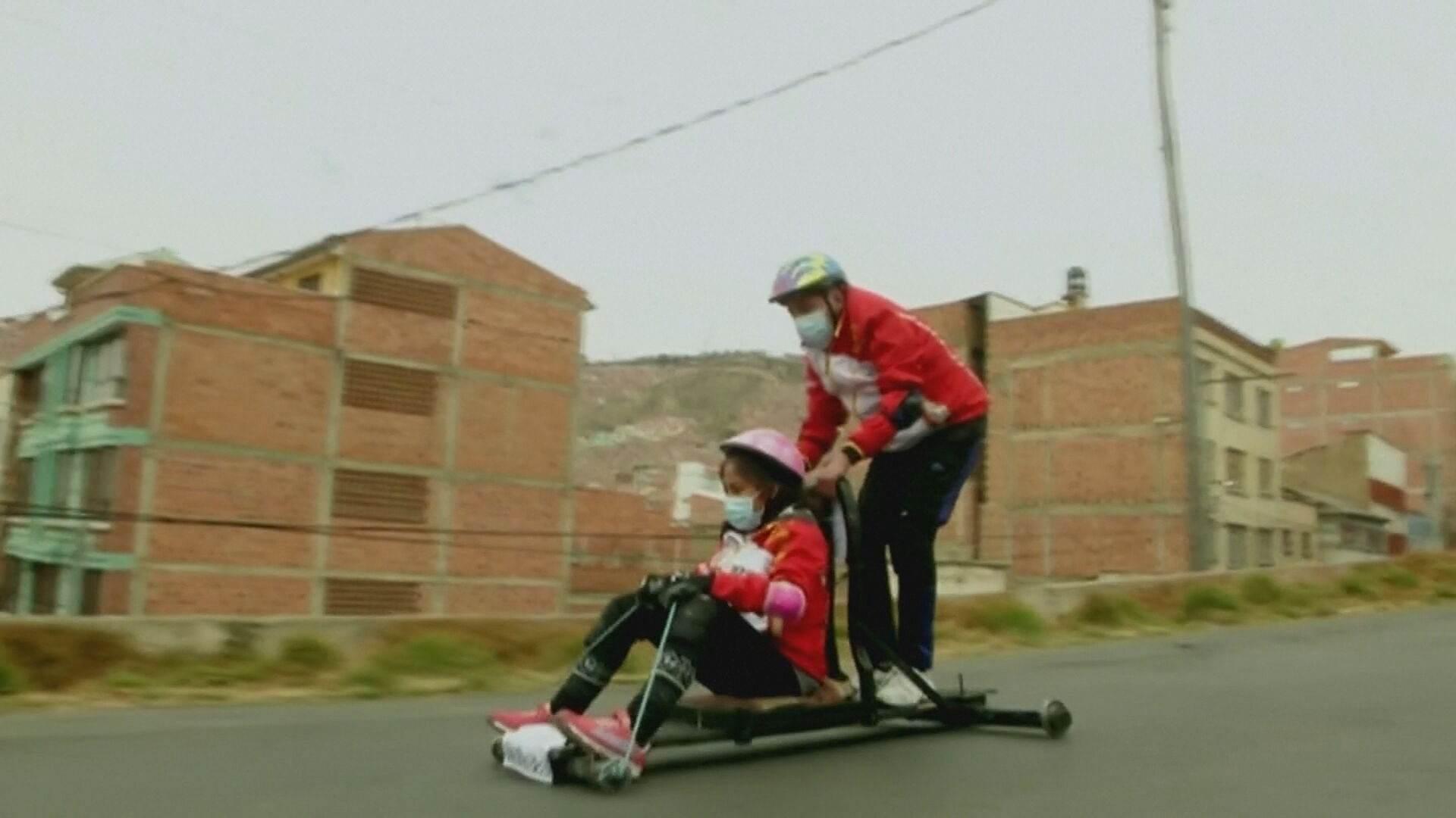 Tradicional corrida ocorre há mais de 70 anos na capital La Paz e também premia