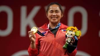 Hidilyn Diaz levantou 224 kg, um recorde olímpico, e superou rivais de China e Cazaquistão; esgrimista de Hong Kong leva 1º ouro do território em 25 anos