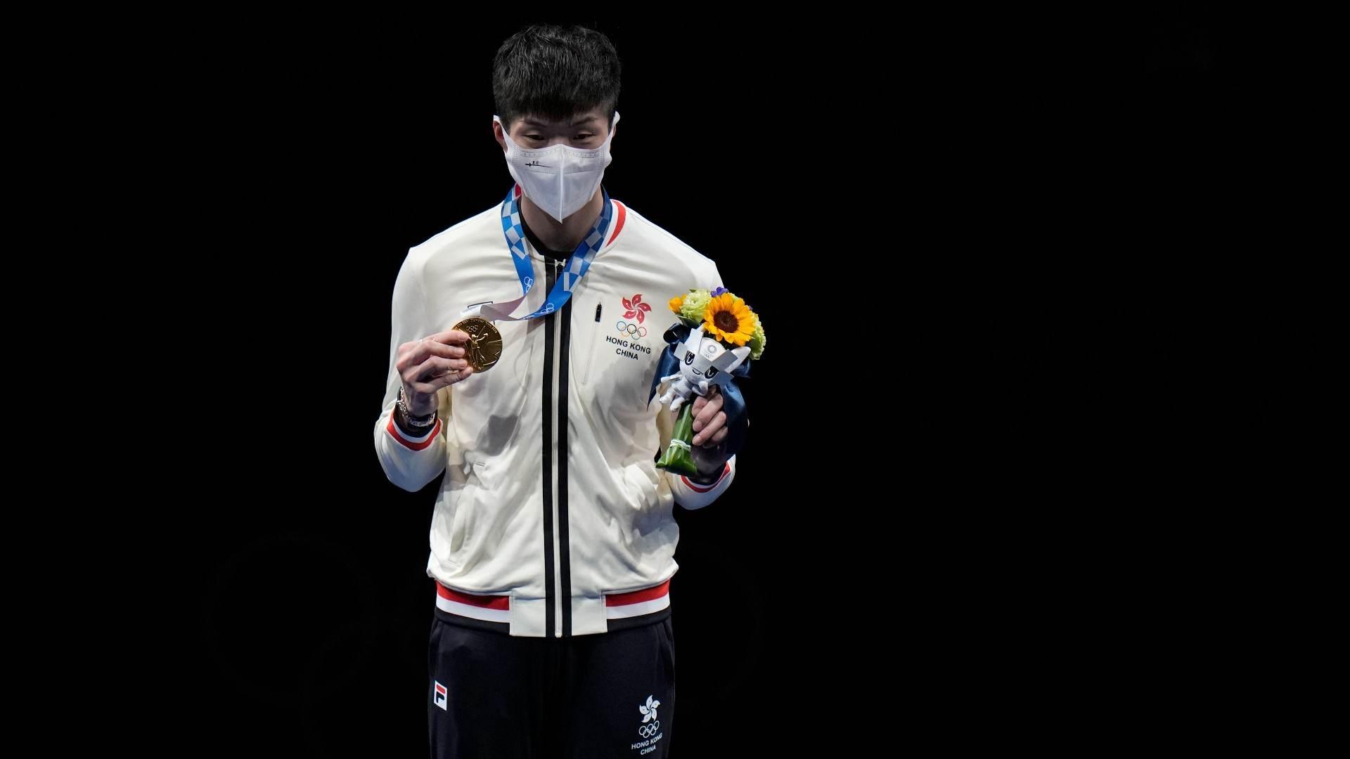 Ka Long Cheung, de Hong Kong, ouro na final individual masculina da esgrima