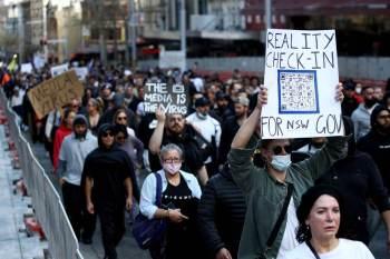 Sydney, a maior cidade do país com mais de 5 milhões de habitantes, está em um bloqueio das atividades por mais de dois meses, sem conseguir conter um surto, enquanto parte da população protesta contra restrições