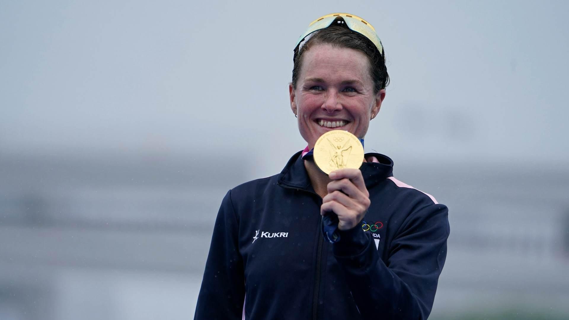 Flora Duffy se tornou a primeira pessoa de Bermudas a ganhar uma medalha de ouro