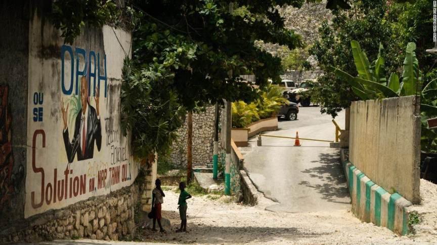 Mural para presidente haitiano assassinado, Jovenel Moise, do lado de fora de sua casa em Porto Príncipe