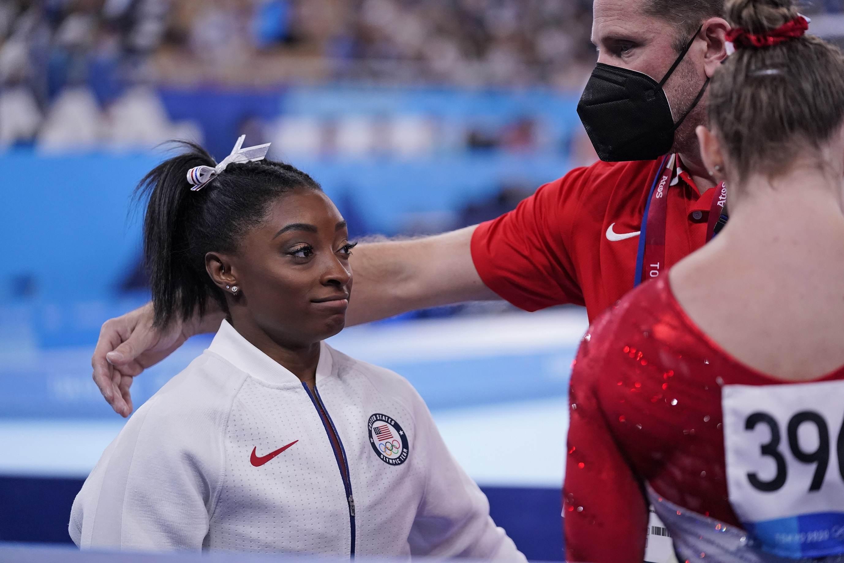 Simone Biles após sua desistência na ginástica por equipes